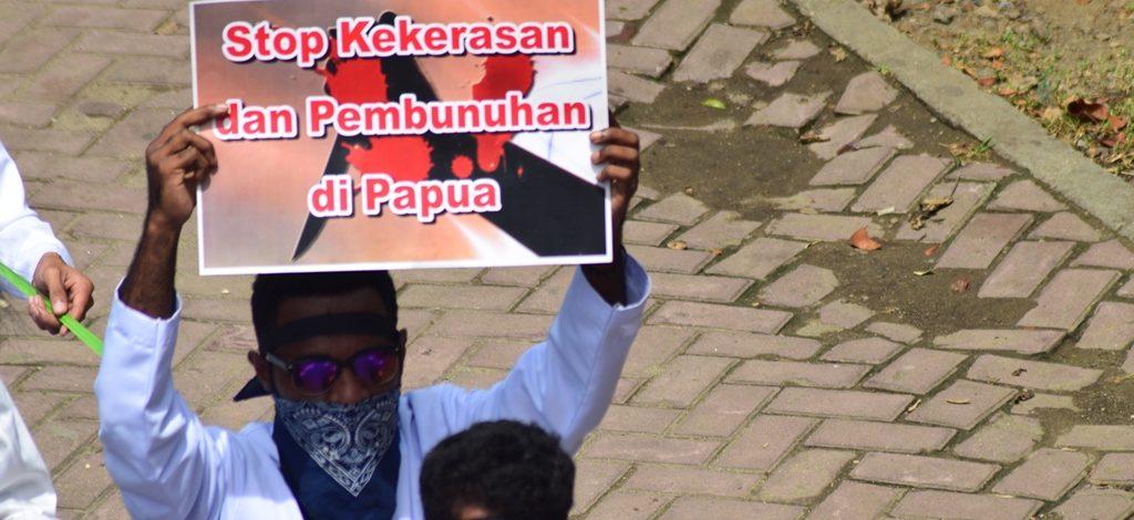 """Aksi Diam Berjubah Mahasiswa STFT """"FAJAR TIMUR"""": Sinyal Darurat HAM Papua"""