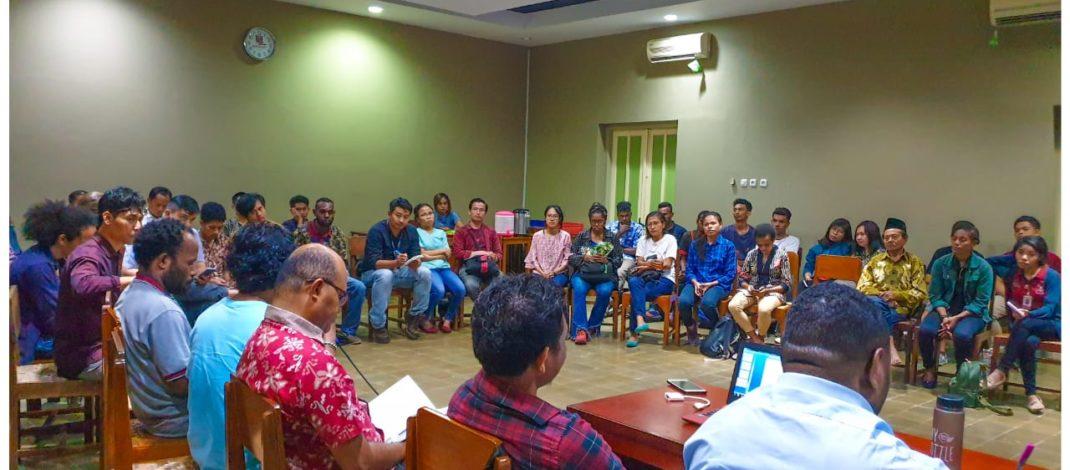 """Diskusi Buku Papua Bukan Tanah Kosong: """"Merawat Ingatan & Menolak Diam"""